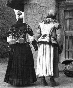FolkCostume&Embroidery: Costume and Embroidery of Mezőkövesd, Hungary Hungarian Embroidery, Learn Embroidery, Embroidery Stitches, Embroidery Patterns, Folk Costume, Costumes, Ethnic Outfits, Ethnic Clothes, Vintage Jewelry Crafts