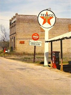 Texaco, Blast from the past Old Gas Pumps, Vintage Gas Pumps, Vintage Ads, Vintage Signs, Vintage Tools, Vintage Advertisements, Full Service Gas Station, William Christenberry, Pompe A Essence