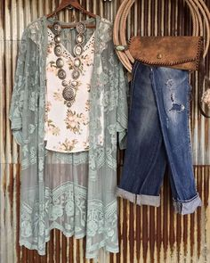 I love this style - it's definitely me: floral prints and lace, distressed denim, leather and layers.