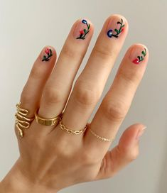 Floral nail designs never go out of style. To score the look for yourself, check out the 30 intricate nail art ideas, here. Spring Nail Art, Spring Nails, Fall Nails, Short Nail Designs, Nail Art Designs, Nails Design, Nail Art Flowers Designs, Cute Nails, Pretty Nails