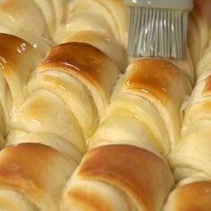 Rolls Recipe …these rolls are so tender and soft with an amazing flavor. Potato Rolls Recipe …these rolls are so tender and soft with an amazing flavor. Rolls Recipe …these rolls are so tender and soft with an amazing flavor. Bread Recipes, Baking Recipes, Fast Recipes, Healthy Recipes, Donut Recipes, Sausage Recipes, Baking Ideas, Cheese Recipes, Potato Rolls Recipe