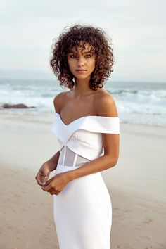 Hamilton Gown chosen by one day bride. Taking contemporary to the next level this structured gown features an exposed corseted bodice & off-shoulder band. Bridal Dresses, Wedding Gowns, Curly Hair Styles, One Day Bridal, Look Chic, Bridal Style, Marie, Dream Wedding, Elegant Wedding
