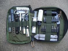 Very nice tool organizer. Urban Survival, Survival Prepping, Emergency Preparedness, Survival Gear, Survival Skills, Get Home Bag, Edc Tactical, Types Of Knives, Edc Everyday Carry