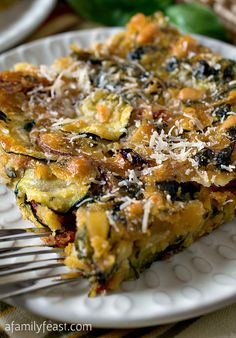 Scarpaccia is a zucchini tart or flatbread that is full of fantastic flavor! (We would eat this recipe every week if we could!)Scarpaccia is a zucchini tart or flatbread that is full of fantastic flavor! (We would eat this recipe every week if we could! Vegetable Recipes, Vegetarian Recipes, Cooking Recipes, Healthy Recipes, Vegetable Tart, Italian Dishes, Italian Recipes, Pasta Fusilli, Zucchini Tarte