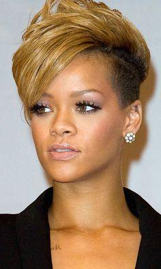 Rihannas Short Hairstyle Had A Punky Edge, 2010