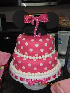 Minnie Mouse cake id do this for my best friend kylies birthday!
