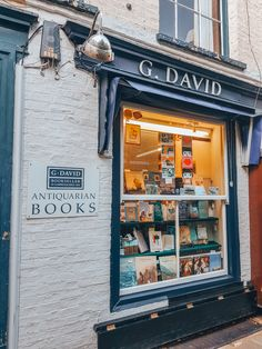 Picturesque Cambridge is home to the UK's most charming bookshops and cafes, making for a perfect day out. Enjoy the best Cambridge bookshops and cafes here. Visit Cambridge, A Perfect Day, Cafes