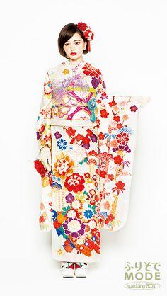 ホワイト(白)とレッド(赤)のクラシックでクールな振袖 | 成人式振袖レンタル-ふりそでMODE Japanese Prints, Japanese Kimono, Japanese Girl, Japanese Beauty, Asian Beauty, Kimono Dress, Dress Up, Anarkali Lehenga, Kimono Design