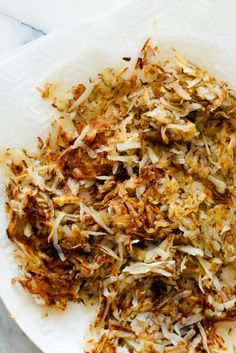 Make golden, crispy hash browns at home! These are healthier and less greasy than diner hash browns, but just as crispy! Perfect for everyday breakfasts or special weekend brunches. Tapas, Vegetarian Recipes, Healthy Recipes, Milk Recipes, Vegetable Recipes, Restaurant, Breakfast Recipes, Vegetarian Breakfast, Breakfast Time