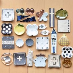 *****Mar 27th ***** • •  @mamu035  隊長率いる #豆皿箸置きオタク部 ♡♡ • •  右ver◡̈⃝⋆* いちいち分けたのは ひとつずつが愛しすぎて どの子もアップで 撮ってあげたかったからです← ╭( ・ㅂ・)و ̑̑ グッ Ceramic Tableware, Ceramic Clay, Ceramic Pottery, Clay Projects, Clay Crafts, Diy And Crafts, Japanese Ceramics, Japanese Pottery, Keramik Design