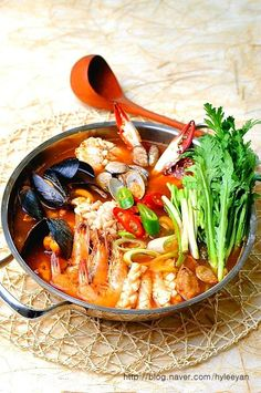 Asian Seafood Recipe, Seafood Recipes, Food Design, Seafood Stew, Korean Food, Japchae, No Cook Meals, Soups And Stews, Thai Red Curry