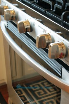 Best way to clean your stainless stove/range to get rid of grease, drips and firngerprints.