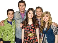 Jennette McCurdy, who has opted not to return for Paramount+'s iCarly revival, shared memories of working with Miranda Cosgrove and other cast members before walking away from acting.Jennette McCurdy has decided not to return to iCarly for its upcoming revival, and now she's reminiscing about her working relationships with former cast members.On a recent installment of her podcast Empty Inside, the 28-year-old Nickelodeon alum chatted with Karan Brar, known for his role on the Disney…
