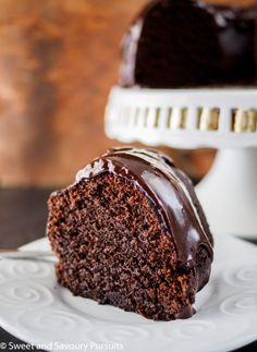 Moist, tender, rich and very chocolatey, this Chocolate Stout Bundt Cake is the perfect addition to your St-Patrick's Day menu! via and Savoury Pursuits Chocolate Stout, Chocolate Recipes, Chocolate Heaven, Kahlua Recipes, White Chocolate, Cupcakes, Cupcake Cakes, Bundt Cakes, Pavlova