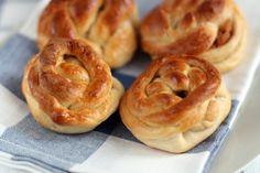 Onion Rings, Bagel, Doughnut, Deserts, Bread, Ethnic Recipes, Panini, Food, Brot