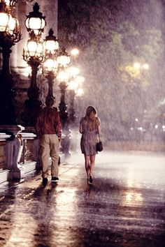 midnight walk in the rain in Paris