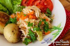 Arroz Colorido de Frango com Cenoura, Brócolis e Salsinha, para ver a receita, clique na imagem para ir ao Manga com Pimenta.
