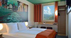 Zimmer mit französischem Bett im B&B #Hotel Freiburg-Nord