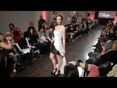 InBloom Dress  XYZ Workshop, 2014  De Australische ontwerpstudio XYZ Workshop ontwikkelde de InBloom Dress. Deze jurk die kan worden vervaardigd met de Ultimaker, een eenvoudige 3D-printer van Nederlandse makelij.
