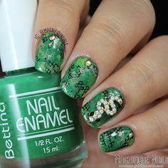 Day 4: Green Snakeskin #31DC14 #charms #DailyCharme #greennails #NailArt