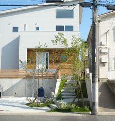 この写真「高基礎を楽しむ外構デザイン」はfeve casa の参加工務店「丹羽八州男/ニケンハウジング株式会社」により登録された住宅デザインです。「共働きご夫婦が家事と趣味を思いっきり楽しむ家」写真です。「外観が見たい 」カテゴリーに投稿されています。 Exterior Design, Interior And Exterior, Interior Trim, House Front, My House, Future House, Flooded House, Interior Design Colleges, Bali