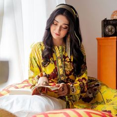 Cool Girl Pictures, Girl Photos, Actress Pics, Designs For Dresses, Girl Photography, Creative Photography, Cute Girl Photo, Pakistani Actress, Pakistani Outfits