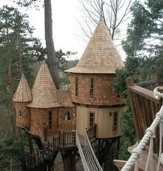 Blue Forest Tree House Design crafted this castle made of wood. Beautiful Tree Houses, Cool Tree Houses, Beautiful Homes, Cool Forts, Tree House Designs, Blue Forest, In The Tree, Play Houses, My Dream Home