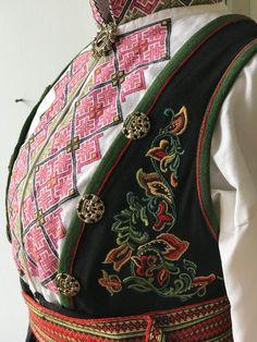Vakker eldre Øst Telemark bunad komplett med endel sølv   FINN.no Textiles, Threading, Fabrics, Textile Art