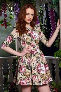 Купить белое платье с цветочным принтом в интернет магазине платьев