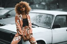 Woman Wearing Brown Floral Print Coat and Pants Sitting on Car Style Personnel, Healthy Hair Tips, Look Thinner, Great Women, Fashion Advice, Fashion Ideas, Fashion Trends, Fashion Inspiration, Fashion Images