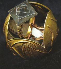 Image from http://s5.favim.com/orig/69/cool-deathly-hallows-golden-snitch-harry-potter-Favim.com-621938.jpg.