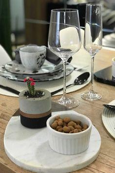 Outro charme à parte foram as taças da linha Oxford Alumina Crystal, que além de deixarem a mesa com ar mais sofisticado, ainda serviram como item de decoração. Foto: Meu Apê 34.