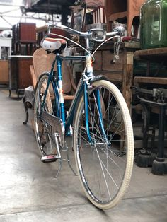 Velo Retro, Velo Vintage, Vintage Cycles, Vintage Bikes, Peugeot, Cycling Motivation, Bike Style, Bike Parts, Classic Bikes