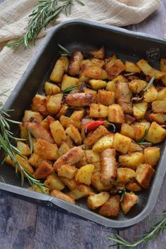 Patate e salsiccia al forno facilissime – Cucina che ti pass… – Meat Foods Ideas Antipasto, Banquet, Meat Recipes, Sweet Potato, Food And Drink, Potatoes, Dishes, Baking, Vegetables