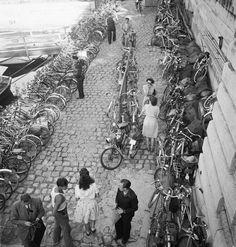 Bord de Seine Paris 1940s Photo: Marcel Bovis