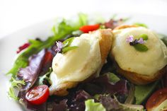 Salad with Warm Goat Cheese on Toasted Baguette ~ http://steamykitchen.com