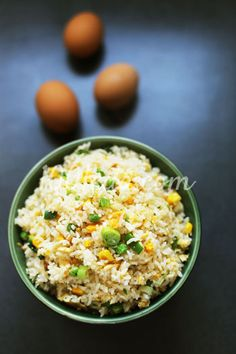 Жареный рис с яйцом и кукурузой