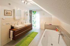 die besten 25 kniestock ideen auf pinterest dachschr ge dachzimmer und einbauschrank. Black Bedroom Furniture Sets. Home Design Ideas