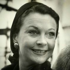 """Close up of Vivien on the French Liner """"Wyoming"""" at Tilbury (London), Dec 18 1950. She arrived from home after filming in Hollywood #vivienleigh #astreetcarnameddesire #1950s #oldhollywood #marlonbrando"""