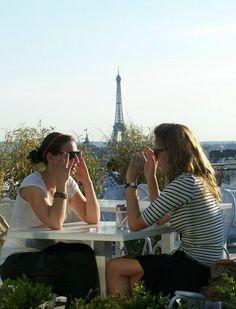 Parisian Women's Secrets for a Chic, Minimalist Style | Bellatory