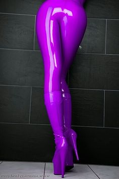 WOW!! I've always loved this colour latex, and it's only made better by the hot…