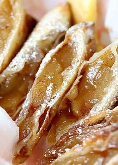 Air Fryer Apple Pie Egg Roll Recipe: Apple pie air fryer egg rolls create a light flaky dessert that is just like apple pie but takes advantage of an air fryer for a lower calorie treat. Air Fryer Recipes Egg Rolls, Egg Roll Recipes, Easy Pie Recipes, Apple Pie Recipes, Mexican Food Recipes, Cooking Recipes, Apple Pies, Avocado Recipes, Rolls Recipe