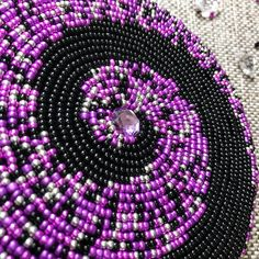 Bead Embroidery Tutorial, Bead Embroidery Patterns, Beaded Embroidery, Beading Patterns, Beading Ideas, Native Beadwork, Native American Beadwork, Mardi Gras Beads, Beadwork Designs