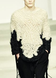 I need to find out how to make this! I'm even ready to finally learn how to knit ;-) | Josephus Thimister | fall winter 2011/2012