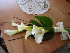 White calas bouquet for bridesmaids