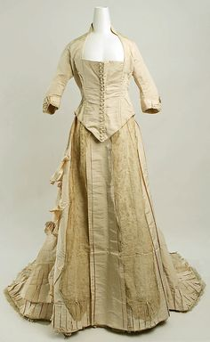 Wedding dress Date: 1881 Culture: American or European Medium: silk Accession Number: b Metropolitan Museum of Art Vintage Glam, Vintage Gowns, Vintage Bridal, Vintage Outfits, 1880s Fashion, Victorian Fashion, Vintage Fashion, Beautiful Outfits, Beautiful Dresses