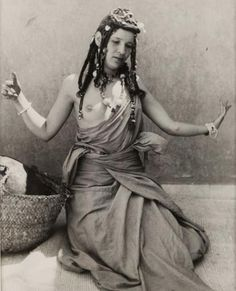 Jean BESANCENOT (1902-1992) Maroc, 1947. Danse de la Guedra. Tribu Ait Oussa.