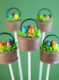 Easter Basket Cake Pops by Bakerella Mini Cakes, Cupcake Cakes, Easter Cake Pops, Desserts Ostern, Bakerella, Cookie Pops, Easter Treats, Savoury Cake, Cute Cakes