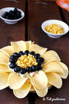 Girasole Aperitif - in 2019 Holiday Appetizers, Appetizer Recipes, Food Carving, Good Food, Yummy Food, Food Garnishes, Party Finger Foods, Food Platters, Meat Trays
