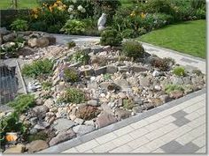 Plantjes kunstige stenen in de rotstuin aanleg for Zen tuin aanleggen